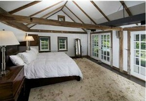 Renee-Zellwegers-Connecticut-farmhouse-bedroom